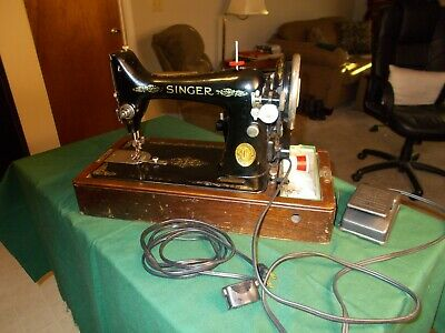 ANT SINGER PORTABLE  SEWING MACHINe MODEL 99 SER# AB 796663 WITH  CASE 1927