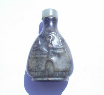 Lovely Old Green Hardstone Chinese Patterned Snuff Bottle