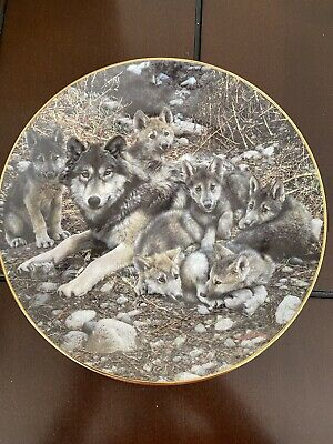 """Wolf Collectors Plate """"Den Mother"""" A Family Affair"""