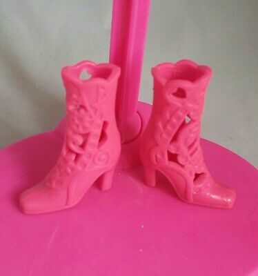 Lovely official barbie mattel pink barbie shoes.Has B on bottom dolls shoes