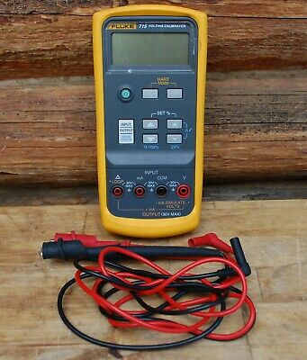 VERY CLEAN Fluke 715 volts/mA Calibrator Meter WITH CASE!