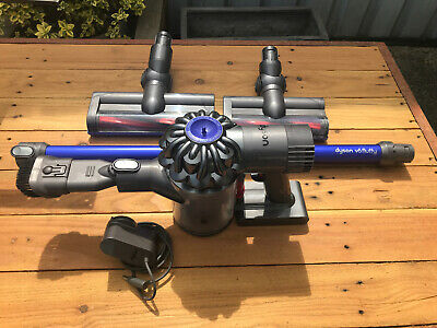 Dyson V6 Fluffy Cordless Vacuum Cleaner & Accessories