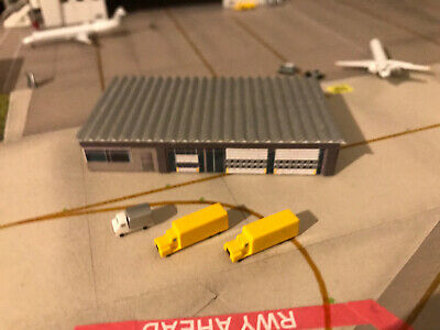 Herpa Wings 1:500 Airport Building And Trucks