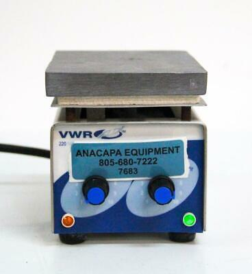 VWR Scientific 220 Mini Hotplate Stirrer 33918-603 (7683) W