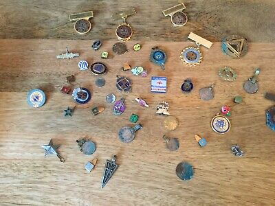 A vintage joblot of badges, coins etc in used condition