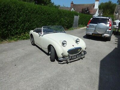 Austin Healey Frogeye Sprite  AN5 Old English White - Red Interior.