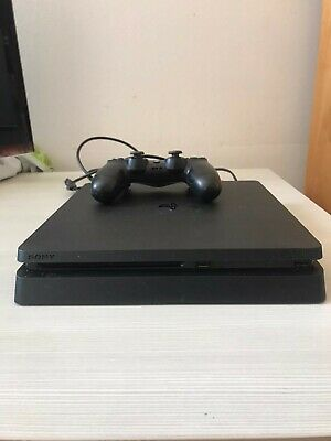 Sony Playstation 4 Slim 500GB Console con 1 DualShock 4 - Nera