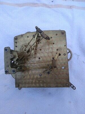 O VINTAGE CLOCK MOVEMENT heavy  PERIVALE 107600 13 X 13 CM DOES WIND