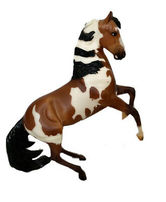 Breyer Horse Mustang Pinto Stallion of the Sand Wash Basin Picasso Traditional