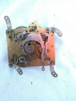 1  Vintage Clock Movement  Does Wind And Is Moving No Maker  11 Cm X 9 Cm