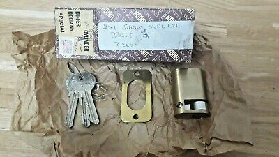 union oval brass A cylinder lock with 3 keys never been used ex shop stock
