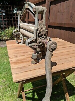 Beautiful Vintage Cast Iron Mangle