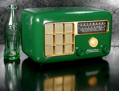 Hallicrafters  5R31 Bakelite Tube Radio AM & S/W w Lighted Dial Restored 1952