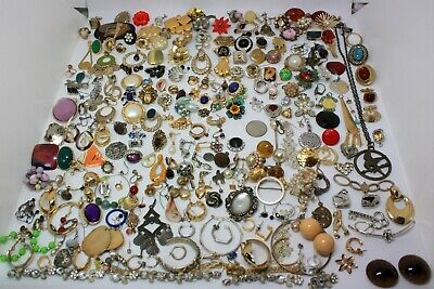 "HUGE 285pcs VINTAGE TO NOW ""SINGLE EARRINGS & MANY OTHER TREASURES"" LOT 💗"