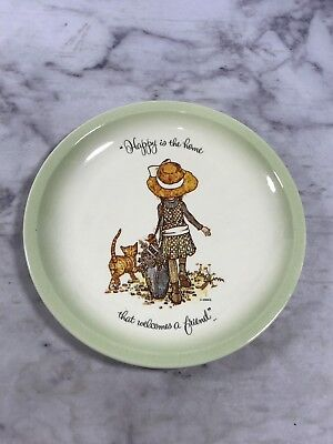 Holly Hobbie Collectors Edition Plate Happy is the home that welcomes a friend