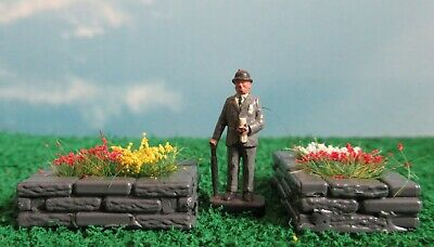 - OO Gauge//1:76 scale 4 Flower Beds Painted and planted!