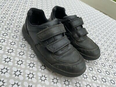 Lovely Boys CLARKS Black School Shoes Size 10.5F / 28.5 Good Condition