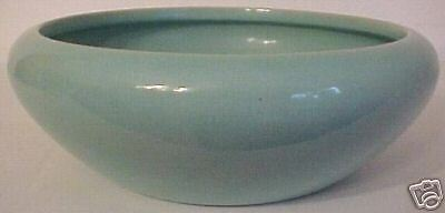 GARDEN CITY POTTERY LT GREEN LOW ART BOWL!