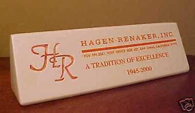 RETIRED #7070 Hagen-Renaker PLAQUE 2000 Ceramic Sign w/ ORANGE ONLY Inscription