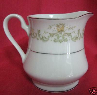 TOWNE HOUSE REGAL 3090  Fine China Japan CREAMER (s)