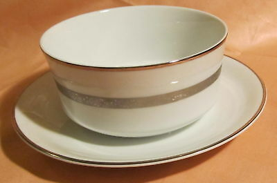 Empress Carlton Platinum ~ Gravy Boat w/Attached Liner