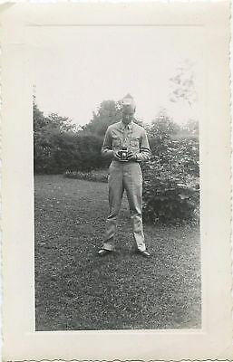 WWII ERA US SOLDIER WITH CAMERA ORIGINAL SNAPSHOT PHOTO