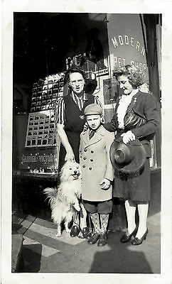 Two Women, Boy And Dog In Front Of Pet's Shop & Original Vintage Snapshot Photo