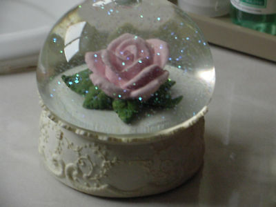 """San Francisco Music Box """"Water Dome with Porcelian Flower"""""""