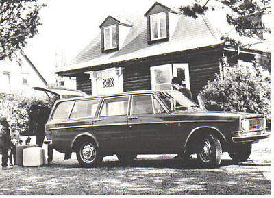 Volvo 145 B18 Estate circa 1968 original black & white Press Photograph