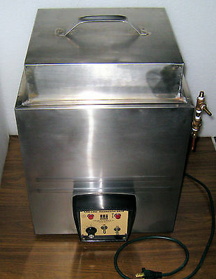 Water bath, heated, Labline Magnestir model 3084 with High Top Cover