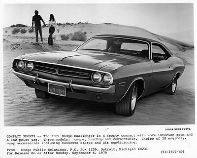 1971 Dodge Challenger Automobile Photo Poster zad7292-25RQFG