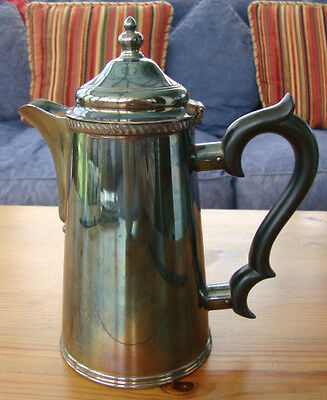 A GOOD QUALITY VINTAGE ELKINGTON & CO.SHEFFIELD SILVER PLATED COFFEE POT
