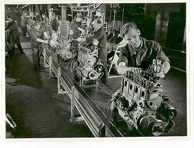 1951 Opel Assembly Line Workers ORIGINAL Factory Photo ab1804-AJ4V7R