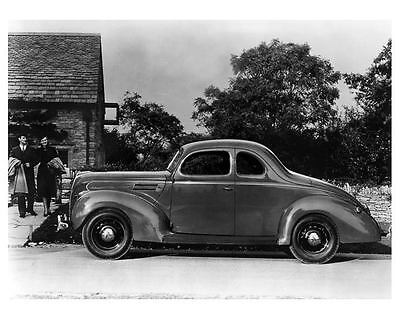 1939 Ford V8 Coupe Automobile Photo Poster zc5825-1CZV6L