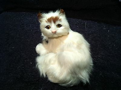 Dunhung Realistic WHITE Look Over Shoulder Cat  Kitten  Real Rabbit Fur CT9923