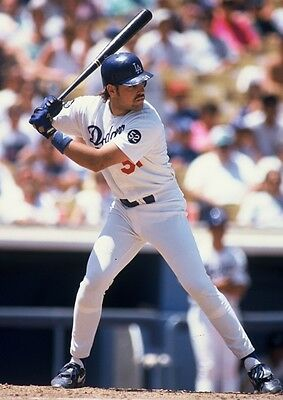 93 MIKE PIAZZA Los Angeles Dodgers ROOKIE YEAR ACTION Glossy Photo 8x10 PICTURE