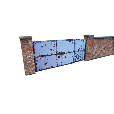 6ft INDUSTRIAL RED BRICK WALL & GATES CARD KIT- OO GAUGE HORNBY MODEL RAILWAY