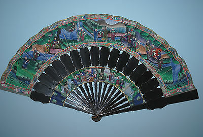 SUPERB ANTIQUE CHINESE CANTON EXPORT LACQUER GOLD STICKS PAINTED FAN SILK