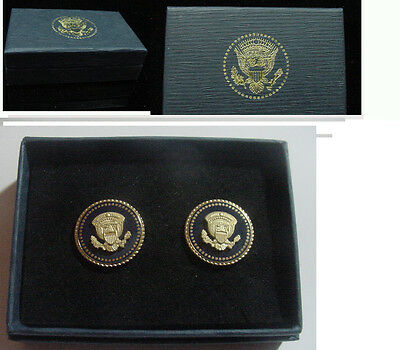 Pair of  new  presidential George W Bush  button