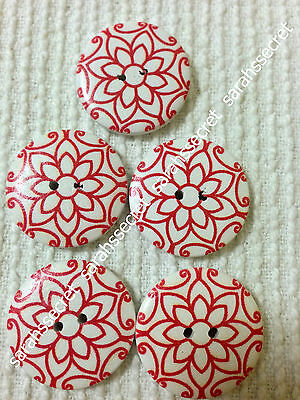 5 x LARGE WOODEN BUTTONS with DAFFODIL FLOWER DESIGN - 30mm  - #B321