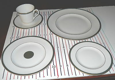 Royal Doulton Oxford Green 5 Piece Place Setting