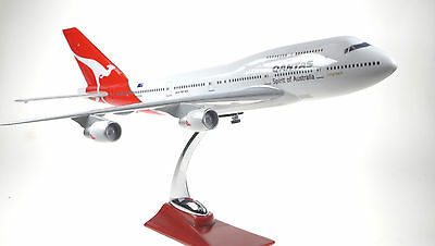 QANTAS LARGE PLANE MODEL BOEING JUMBO  JET 747  1:150 AIRPLANE APX 45cm SOLID