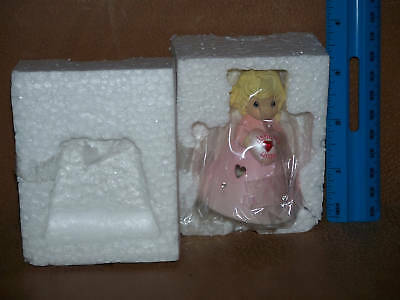 Enesco Precious Moments January Birthday Angel 2004