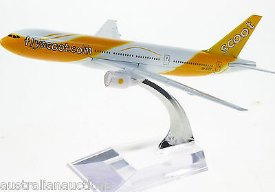 SCOOT AIR  BOEING DIECAST SMALL PLANE MODEL  15cm WITH STAND #66