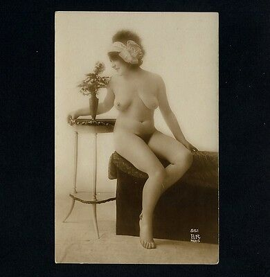 BUSTY NUDE WOMAN / NACKTE FRAU AKT-STUDIE * Vintage 1910s French Risque Photo PC