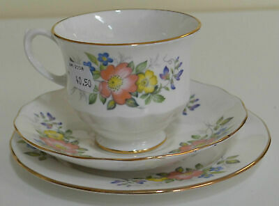 "Queen Anne ""8582"" Floral Trio, Cup Saucer & Plate (#9) Beautiful Estate Item"