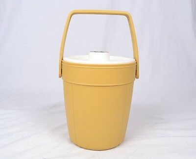 Rubbermaid Tan and White Ice Bucket with Handle Lid Insulated