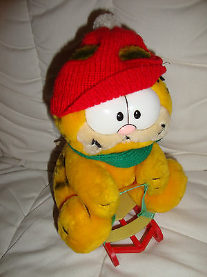 Vintage Garfield takes the mountain soft plush toy. tags. Christmas winter. 1981