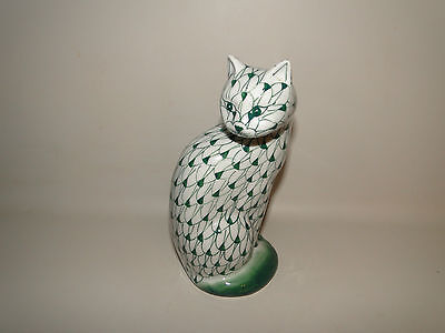 """Andrea By Sadek Green & White Hand Painted Fishnet Cat Figurine 7 1/2"""" Tall"""