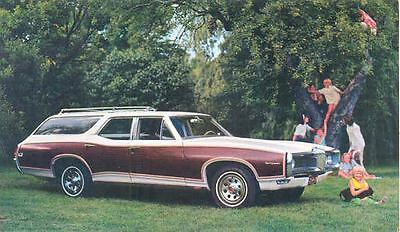 1968 Pontiac Tempest Safari Station Wagon ORIGINAL Factory Postcard mx9808
